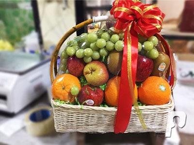 Giỏ quà trái cây đầy quả tươi ngon