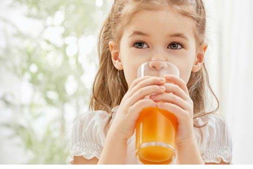 Tăng sức đề kháng bằng uống nhiều nước cam giàu vitamin C